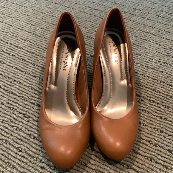 Camel brown round toe pumps